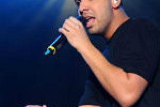 "Drake addresses ""leaving Young Money"" rumors"