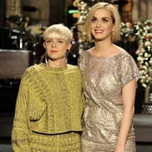 Robyn performs two tracks on 'Saturday Night Live'
