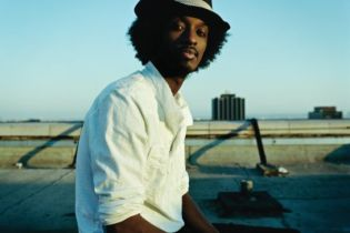 K'Naan featuring Nelly Furtado - Is There Anybody Out There?