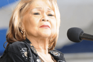 Singing legend Etta James dies at 73