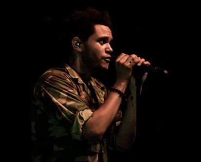 """The Weeknd performs """"Outside"""" & """"Same Old Song"""" in Ontario"""