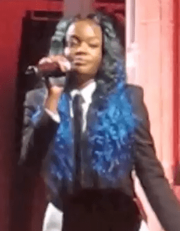 """Azealia Banks performs """"212"""" at Karl Lagerfeld's house in Paris"""