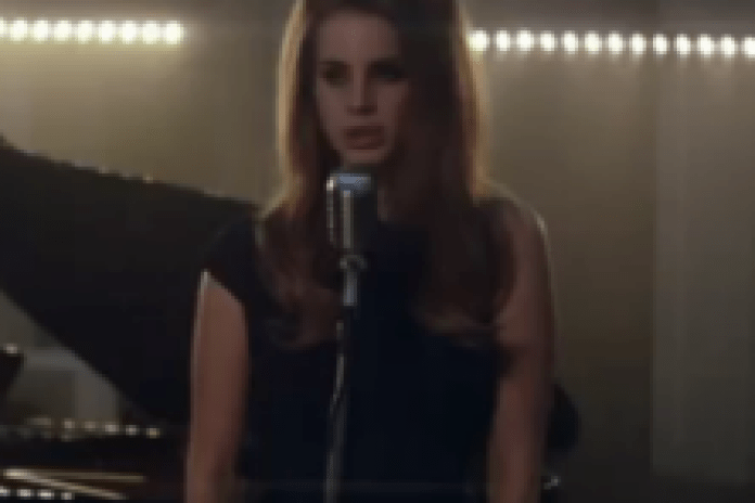 "Lana Del Rey performs ""Video Games"" in London"