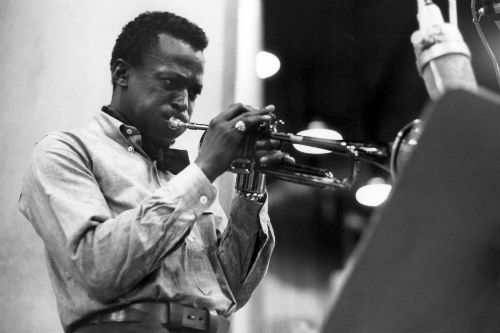 "Don Cheadle to turn Miles Davis film into ""gangster"" film"