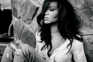 Rihanna named best selling digital artist