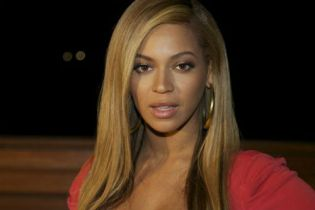 Beyoncé working on two albums