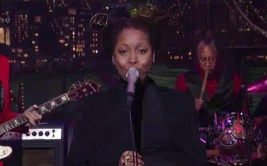 Mark Ronson featuring Erykah Badu - A La Modeliste (Live on David Letterman)