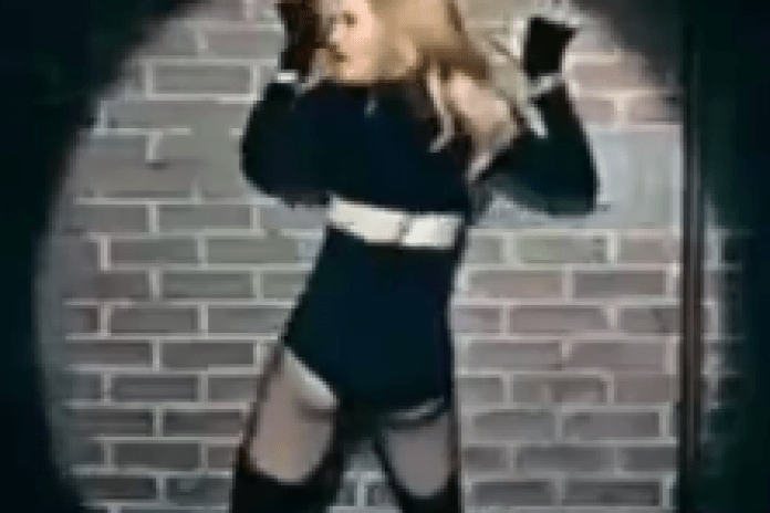 Madonna featuring Nicki Minaj & M.I.A. - Give Me All Your Luvin' (Extended Video Preview)