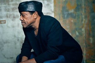 Bobby Womack hospitalized, diagnosed with colon cancer