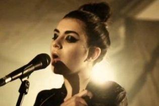 Charli XCX signs to IAMSOUND, announces EP