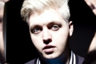 Flux Pavilion featuring Example – Daydreamer