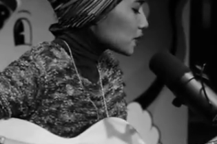 "Yuna performs ""Island"" for Converse"
