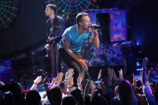 Coldplay performs on 'American Idol'