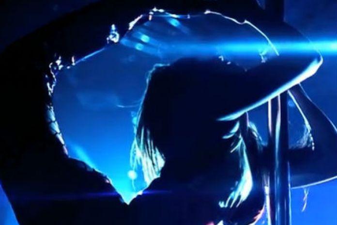 R. Kelly featuring DJ Khaled & Ace Hood - It's On