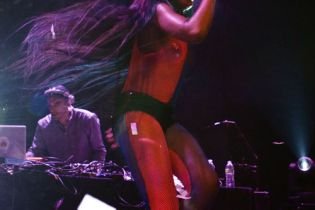 "Azealia Banks Readies New Mixtape Single ""Aquababe"""