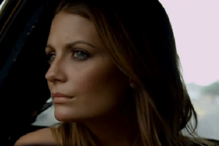 Noel Gallagher's High Flying Birds - Everybody's On The Run (Starring Mischa Barton)