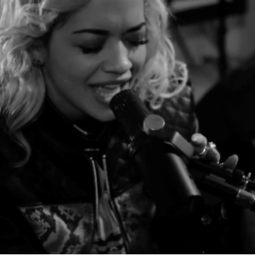 Rita Ora – Roc The Life & R.I.P. (Acoustic Performance)