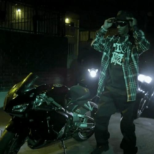 DMX featuring Machine Gun Kelly - I Don't Dance