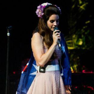 """Lana Del Rey Covers Nirvana's """"Heart-Shaped Box"""""""