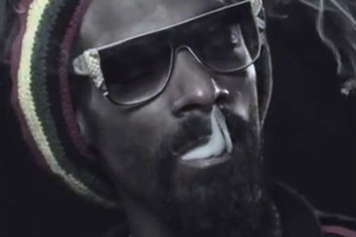 Snoop Dogg & Wiz Khalifa - French Inhale