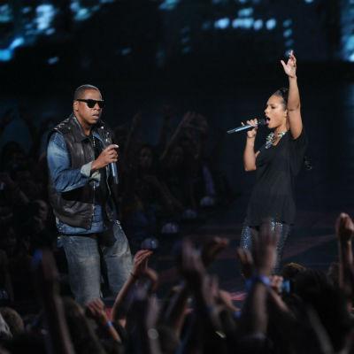 "Jay-Z & Alicia Keys' ""Empire State of Mind"" Goes 5x Platinum"