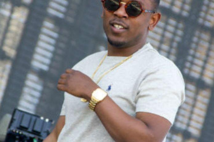 Kendrick Lamar Postpones 'good kid, m.A.A.d. city'