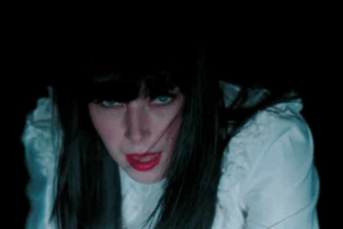 Sleigh Bells - End of The Line