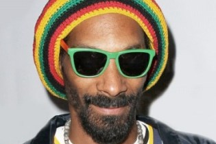 Dr. Dre Co-Signs Snoop Lion