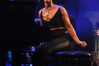 Alicia Keys - iTunes Festival 2012 Performance