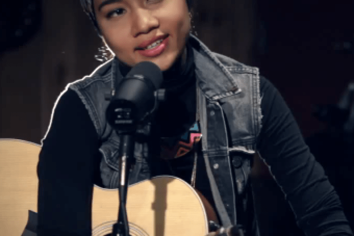 "Yuna Performs ""Island"" at Guitar Center"