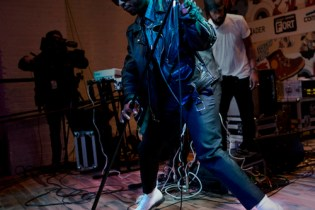 "Miguel Performs ""Adorn"" Live at The FADER FORT"