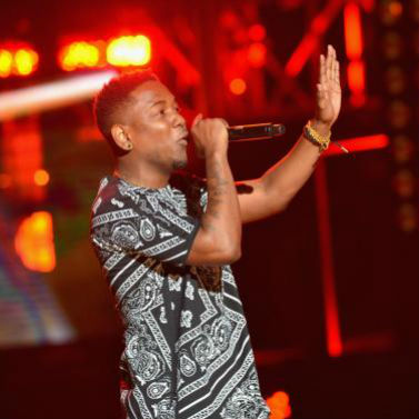 "Kendrick Lamar -  ""The Recipe"" & ""Swimming Pools (Drank)"" (Live at the BET Hip Hop Awards)"