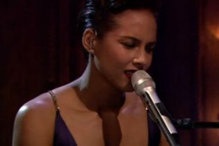 Alicia Keys Performs 'The Gummi Bears' Theme Live on Fallon