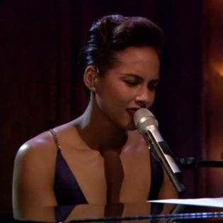 Alicia Keys Performs 'The Gummi Bears' Theme Live on Fallon