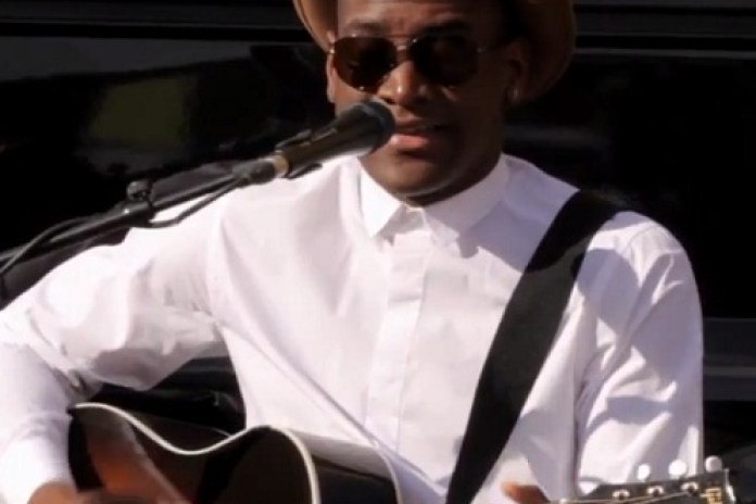 Labrinth - Beneath Your Beautiful (Live on Bands in Transit)