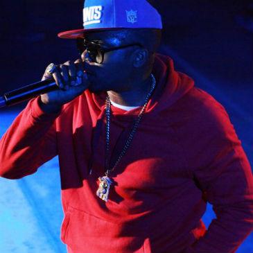 Nas featuring Anthony Hamilton - World's An Addiction (Live on Conan O'Brien)