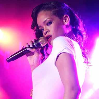 Rihanna - Live From London (Stream)