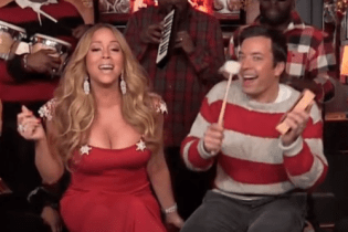 Mariah Carey & The Roots - All I Want For Christmas Is You (Live on Jimmy Fallon)