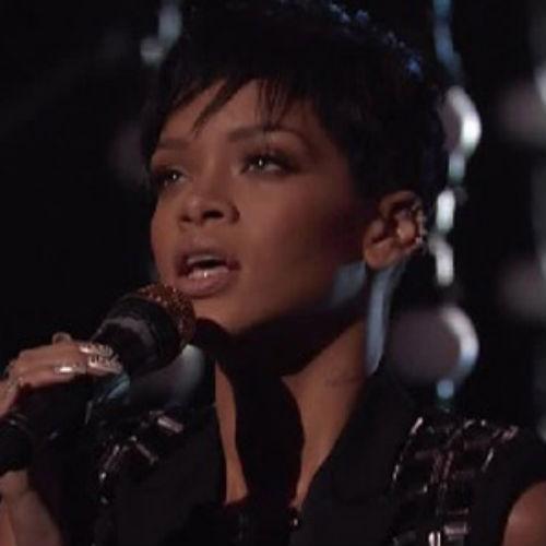 "Rihanna Performs ""Diamonds"" on the Season Finale of 'The Voice'"