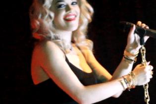 """Rita Ora Covers Kendrick Lamar's """"Swimming Pools"""" in NYC"""