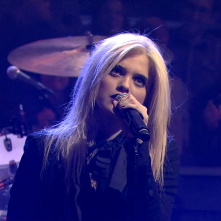 Sky Ferreira – Everything Is Embarrassing (Live on Jimmy Fallon)