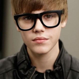 """Justin Bieber says Black Keys Drummer Should Be """"Slapped Around"""""""