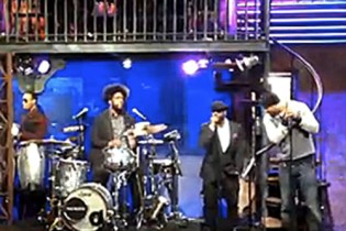 "Method Man & The Roots - ""Protect Ya Neck"" (Live on Fallon)"