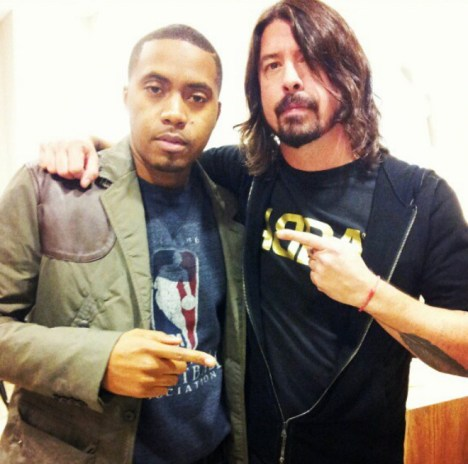 Dave Grohl Interviews Nas for Chelsea Lately Show