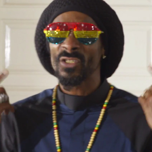 Snoop Lion featuring Angela Hunte – Here Comes The King