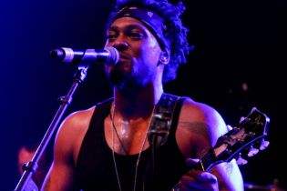 D'Angelo and ?uestlove's Bonnaroo 2012 Set (Documentary 1/4)