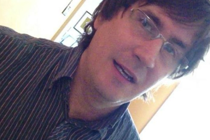 John Darnielle of The Mountain Goats Releases a Short Song for Justin Bieber's Paparazzi Incident