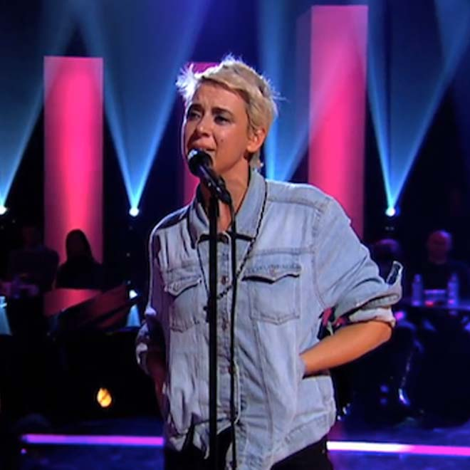 "Cat Power Performs New Song ""Bully"" on Jools Holland"