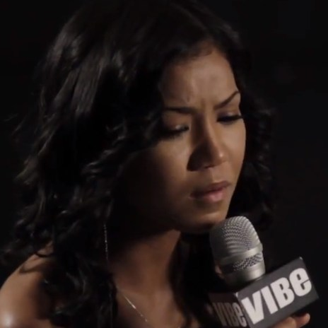 Jhené Aiko Performs Acoustic Version of 'In Love We Trust' Live