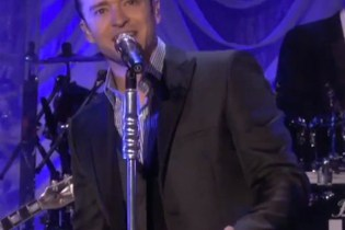 "Justin Timberlake Performs ""Mirrors"" on Ellen"
